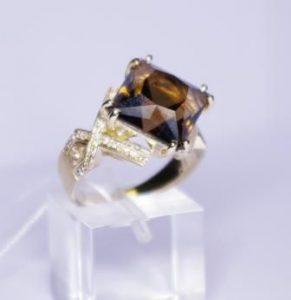 Žiedas Nr.44 (iš balto aukso, su rutilo kvarcu arba kt.brangakmeniu)