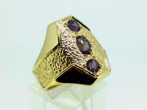 Vyriškas žiedas Nr.48 (iš geltono aukso, su aleksandritais)