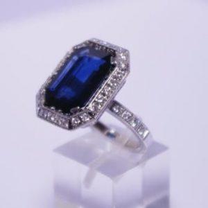 Žiedas Nr.49 (iš balto aukso, su safyru arba kt.brangakmeniu ir briliantais)
