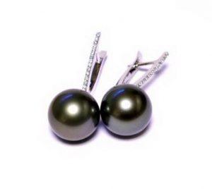 Auskarai Nr.50 (su juodais perlais, iš balto aukso, puošti briliantais)