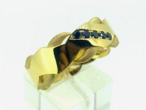 Vyriškas žiedas Nr.50 (iš geltono arba kitos spalvos aukso, puoštas juodaisiais deimantais)