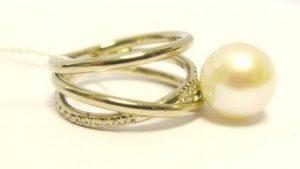 Žiedas Nr.52 (iš geltono, balto arba raudono aukso, su perlu ir briliantais)