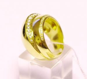 Žiedas Nr.56 (platus, geltono aukso, puoštas brangakmeniais)