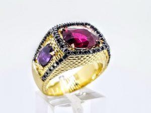 Vyriškas žiedas Nr.59 ( iš aukso, puoštas rubinais ir briliantais)