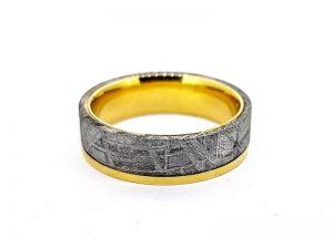 Vyriškas žiedas Nr.60 (iš aukso, inkrustuotas meteoritu)