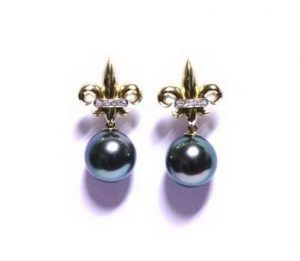 Auskarai Nr.61(su juodais perlais ir briliantais, iš aukso)