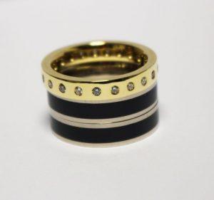 Žiedas Nr.63 (iš atskirų dalių, geltono ir balto aukso, inkrustuotas emale ir briliantais)