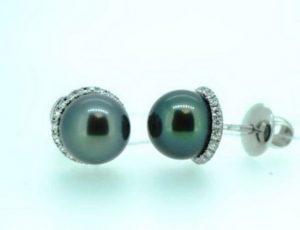 Auskarai Nr.68 (iš balto aukso, su juodais perlais ir briliantais)