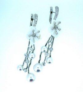 Auskarai Nr.71 (iš aukso, puošti perlamutru, perlais ir briliantais)