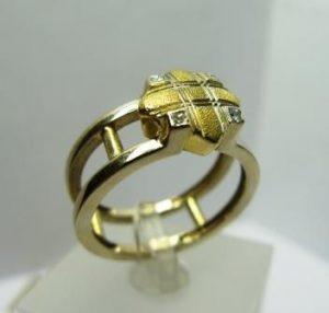 Žiedas Nr.8 (modernus, iš geltono arba kt.spalvos aukso, su briliantais)