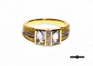 Žiedas Nr.83 (su žydrais topazais ir briliantais, iš geltono aukso)