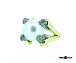 Žiedas Nr.86 (su perlu ir briliantais, iš geltono arba raudono aukso)