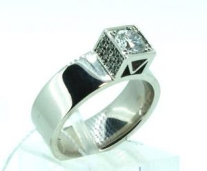 Žiedas Nr.89 (modernus, iš platinos arba balto aukso, puoštas brangakmeniais)
