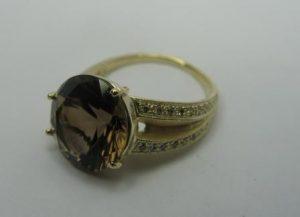 Žiedas Nr.9 (iš geltono aukso, su dūminiu kvarcu ir briliantais)