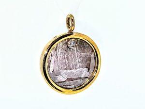 Pakabukas Nr.94 (iš meteorito ir aukso, su briliantu)