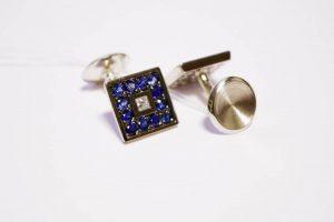 Sąsagos iš aukso arba sidabro, inkrustuotos safyrais