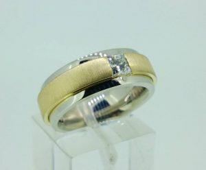 Sužadėtuvių žiedas Nr.102 ( iš dviejų spalvų aukso, su deimantu)