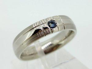 Sužadėtuvių žiedas Nr.105 (iš balto, geltono arba raudono aukso, su safyru)