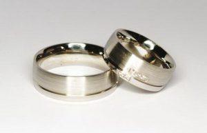 Vestuviniai žiedai Nr.106 (iš platinos, puošti briliantais)
