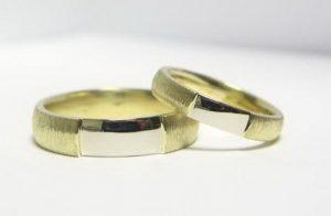 Vestuviniai žiedai Nr.117 (iš geltono aukso, su balto aukso intarpu)