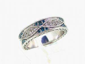 Sužadėtuvių žiedas Nr.119 (iš platinos arba aukso, inkrustuotas skaidriais ir mėlynais briliantais)
