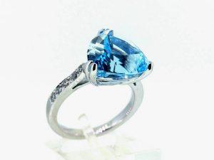 Sužadėtuvių žiedas Nr.120 (iš platinos arba aukso, puoštas topazu ir briliantais)