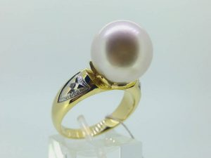 Sužadėtuvių žiedas Nr.124 (su perlu, iš geltono, raudono arba balto aukso)