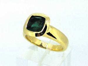 Sužadėtuvių žiedas Nr.125 ( su smaragdu, iš geltono aukso)