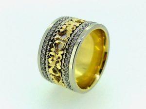 Sužadėtuvių žiedas Nr.127 ( iš dviejų spalvų aukso, puoštas ornamentu ir briliantais)
