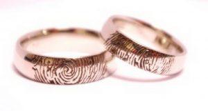 Vestuviniai žiedai Nr.128 (platūs, iš balto aukso, su pirštų anspaudais)