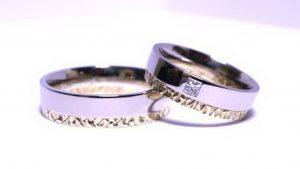 Vestuviniai žiedai Nr.131 (iš balto aukso, mot.-su kvadratiniu deimantu)