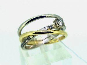 Sužadėtuvių žiedas Nr.132 (iš balto ir geltono aukso, su briliantais)