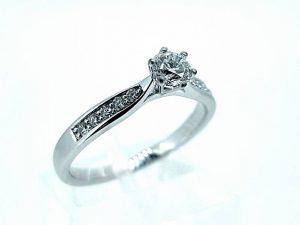 Sužadėtuvių žiedas Nr.135 (iš platinos arba aukso, su briliantu)
