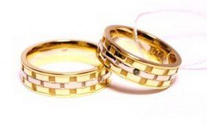 Vestuviniai žiedai Nr.135 (iš geltono aukso, mot.-puoštas žaliu briliantu)