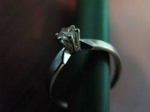 Sužadėtuvių žiedas Nr.13 (klasikinis, iš balto aukso, su briliantu)