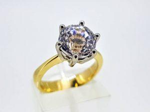 Sužadėtuvių žiedas Nr.146 ( iš aukso, puoštas baltuoju safyru)