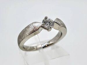 Sužadėtuvių žiedas Nr.151 (su briliantu, iš balto, geltono arba raudono aukso)