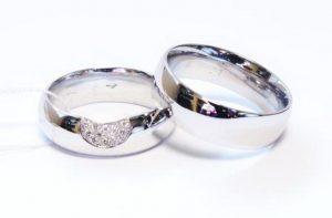 Vestuviniai žiedai Nr.151(iš balto aukso, mot.-puoštas brangakmeniais)