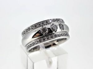 Sužadėtuvių žiedas Nr.156 (iš balto arba kitos spalvos aukso, su briliantais)