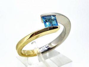 Sužadėtuvių žiedas Nr.158 (su žydruoju topazu, iš balto ir geltono aukso)