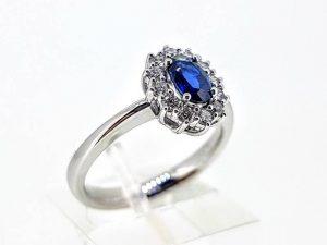 Sužadėtuvių žiedas Nr.160 (su mėlynuoju safyru ir briliantais, iš aukso)