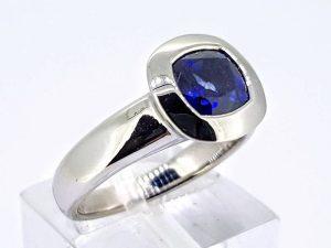 Sužadėtuvių žiedas Nr.162 (su mėlynuoju safyru, iš aukso)