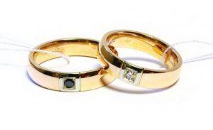 Vestuviniai žiedai Nr.165 (iš raudono aukso, su juodu ir baltu briliantu)