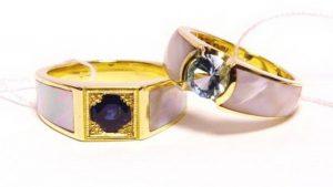 Vestuviniai žiedai Nr.166 (iš geltono aukso, inkrustuoti perlamutru, puošti safyru ir topazu)