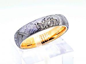 Sužadėtuvių žiedas Nr.167 (iš meteorito ir aukso, su briliantais)
