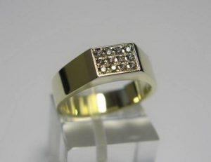 Sužadėtuvių žiedas Nr.16 (platus, iš geltono aukso, puoštas brangakmeniais)