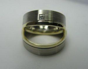 Vestuviniai žiedai Nr.16 (iš balto aukso, su geltono aukso kraštais, matiniu paviršiumi)