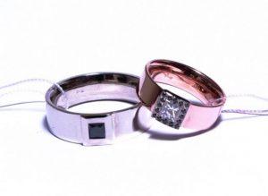 Vestuviniai žiedai Nr.170 (iš skirtingų spalvų aukso, puošti juodu ir baltu kvadratiniais deimantais)