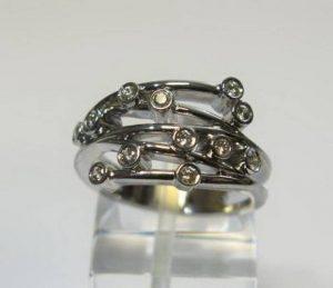 Sužadėtuvių žiedas Nr.18 (platus, iš balto aukso, su gelsvais ir baltais briliantais)