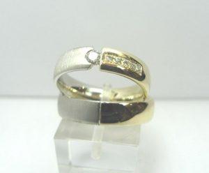 Vestuviniai žiedai Nr.18 (sujungti iš skirtingų spalvų aukso, mot.-puoštas brangakmeniais)